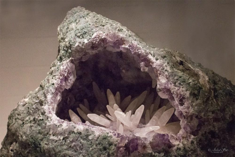 Macrocrystalline Quartz (var. Amethyst)